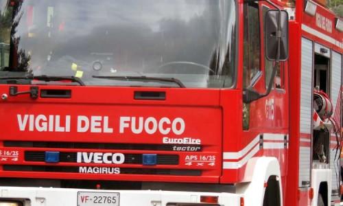Incendio allo stabilimento Finproject di Ascoli: tanta paura ma nessun ferito