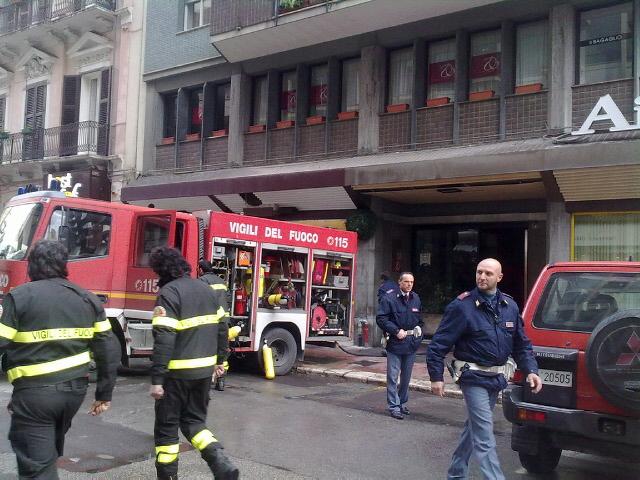 Incendio in una palazzina: muore una donna, tre i feriti gravi