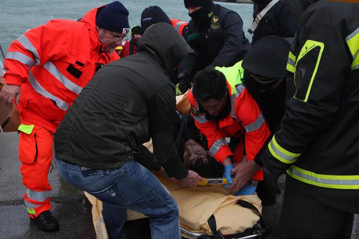 Collisione mercantili, si cercano i quattro marinai dispersi, due i morti