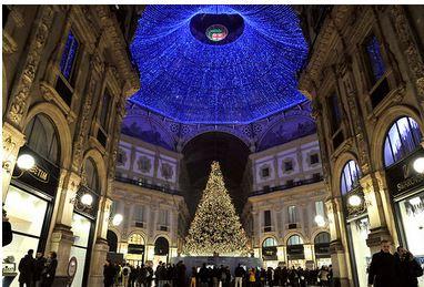 Il Natale si illumina in Galleria  fino alla Befana, con 8 mila cristalli Swarovski