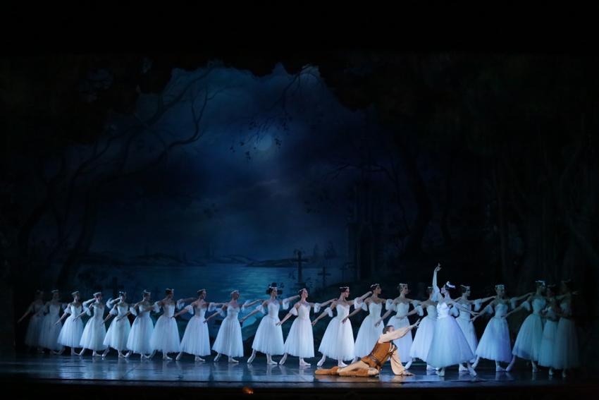 Teatro Carcano: tutti gli spettacoli delle Feste, tra romanticismo e allegria