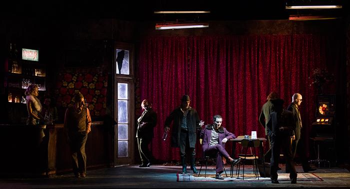 """""""L'Ispettore Generale"""", Gogol al Teatro Bellini di Napoli, nell'adattamento di Damiano Micheletto"""