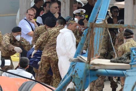 Morti diciassette migranti a sud di Lampedusa; settantasei quelli soccorsi dalla Marina Militare e dalla Guardia Costiera