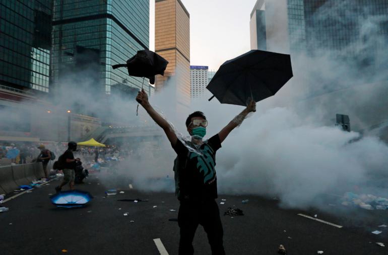 Hong Kong: il governo minaccia i militanti dopo nuove manifestazioni