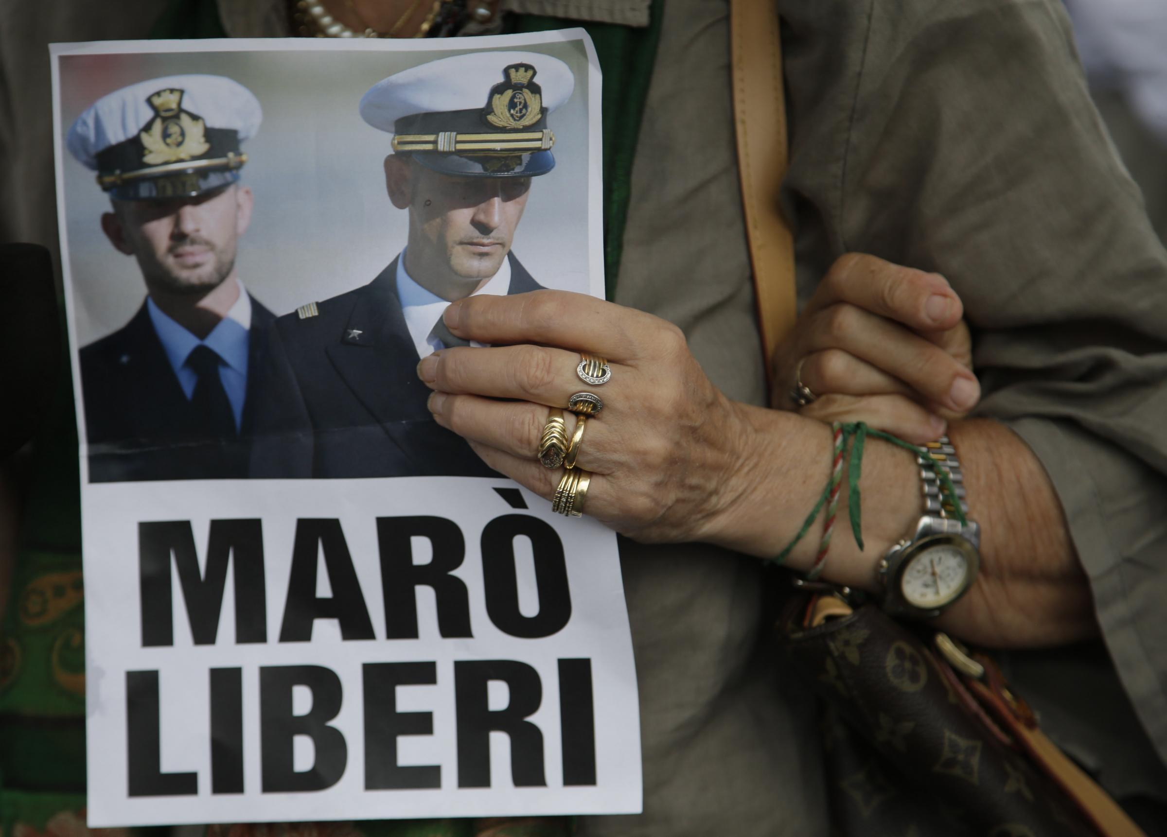 L'India dice «no» ai due Marò italiani. Il ministro Pinotti: Latorre sta male, deve curarsi, non tornerà