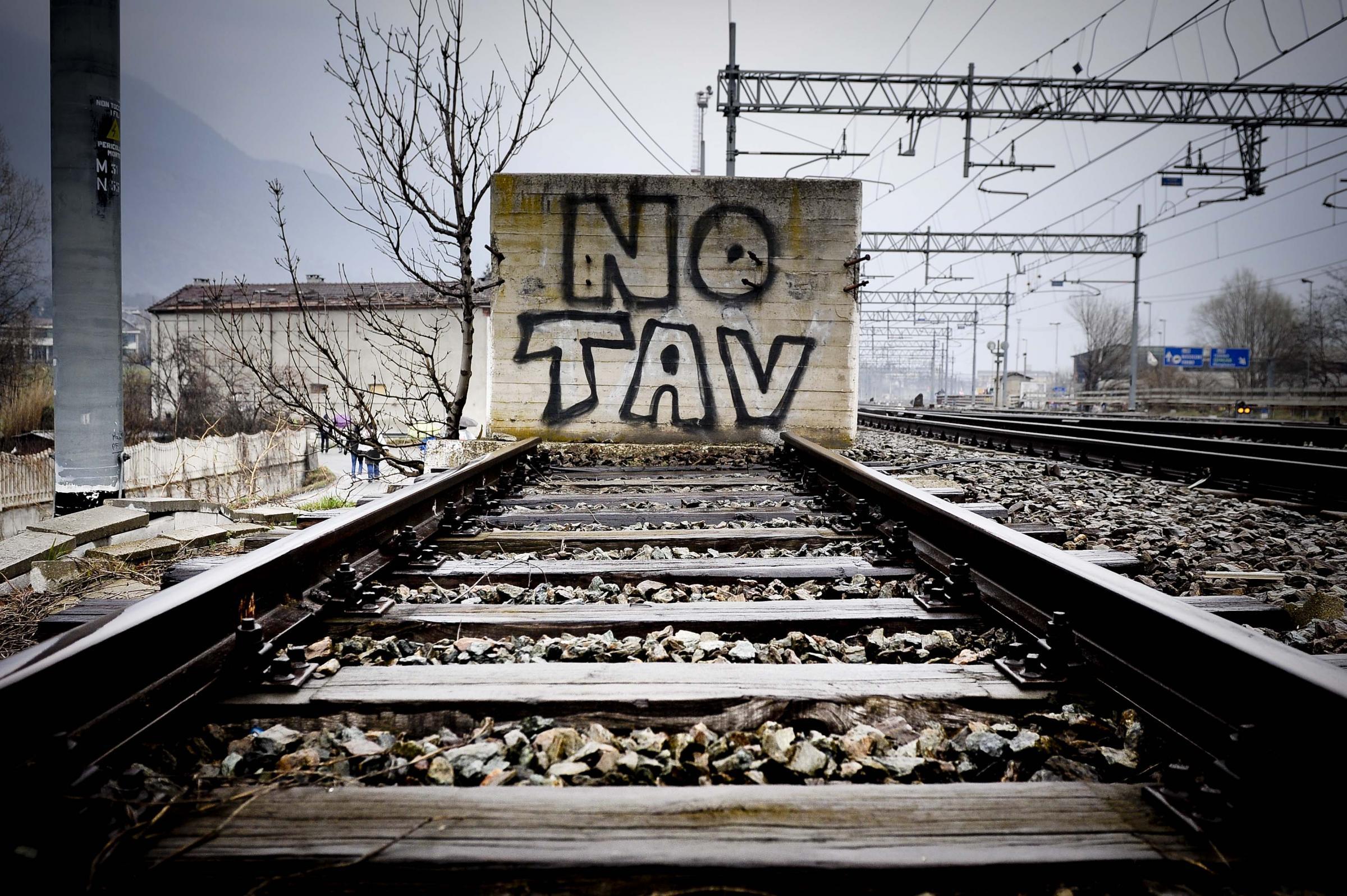 No Tav: fermato il Tgv e intimidazioni a un'azienda coinvolta nel progetto