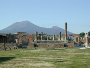 scavi-di-pompei-con-vesuvio-700x525