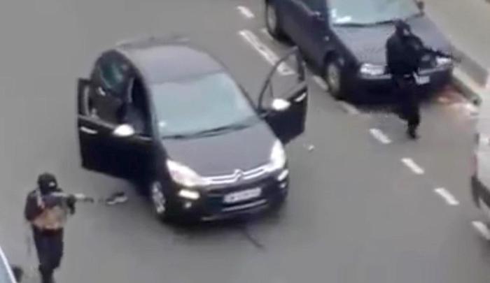"""Charlie Hebdo: """"E' stato un errore diffondere quelle immagini"""". Parla l'ingegnere che ha ripreso l'esecuzione del poliziotto"""