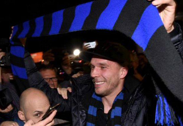 L'Inter risponde al Milan: preso Podolski. Delirio nerazzurro a Linate