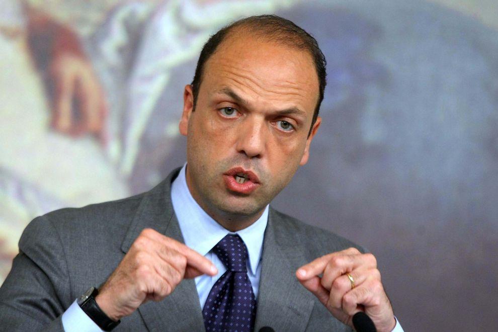 Alfano: nuove norme contro i foreign fighters. Allerta terrorismo in Italia