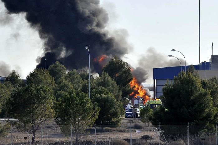 F-16 precipita su base nato: 10 morti, 9 italiani feriti