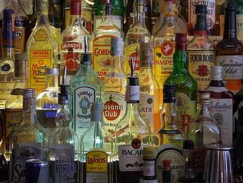 """""""Binge drinking"""", come e perchè bere fino a stordirsi danneggia il sistema immunitario"""