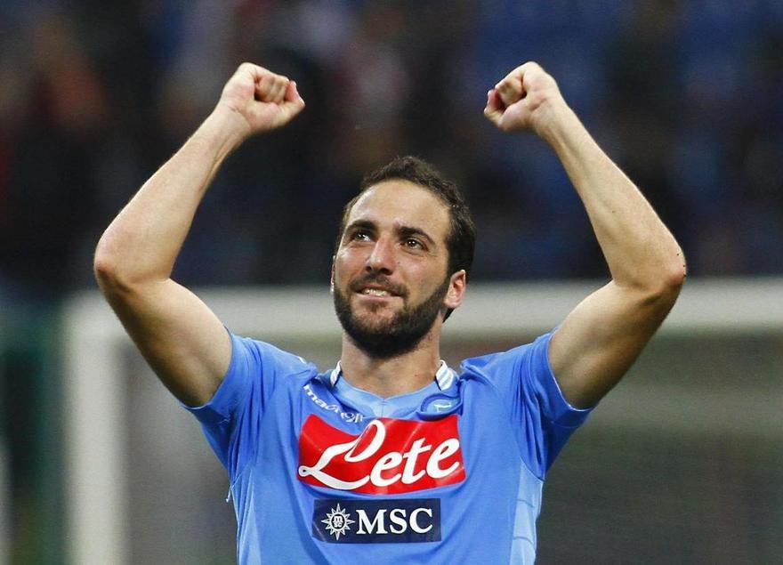 Il Napoli vince e supera la Lazio