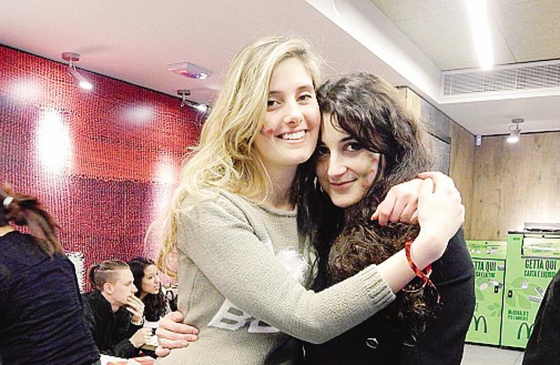 Greta e Vanessa: 'ci hanno rapito per soldi'. Gentiloni: 'nessun riscatto'