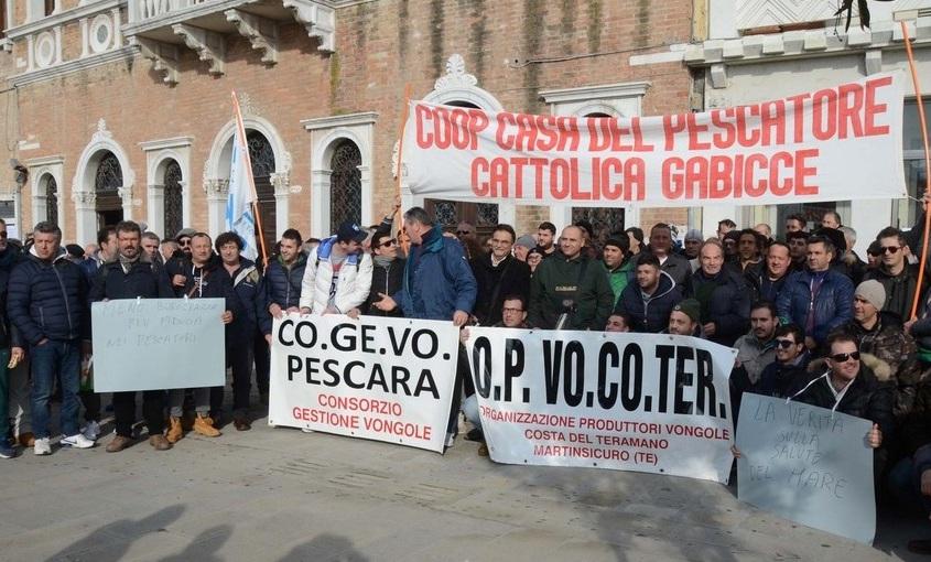 Vongolari protestano contro norma Ue che azzera la tolleranza sulle dimensioni