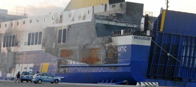 Norman Atlantic, relitto ormeggiato al porto di Brindisi