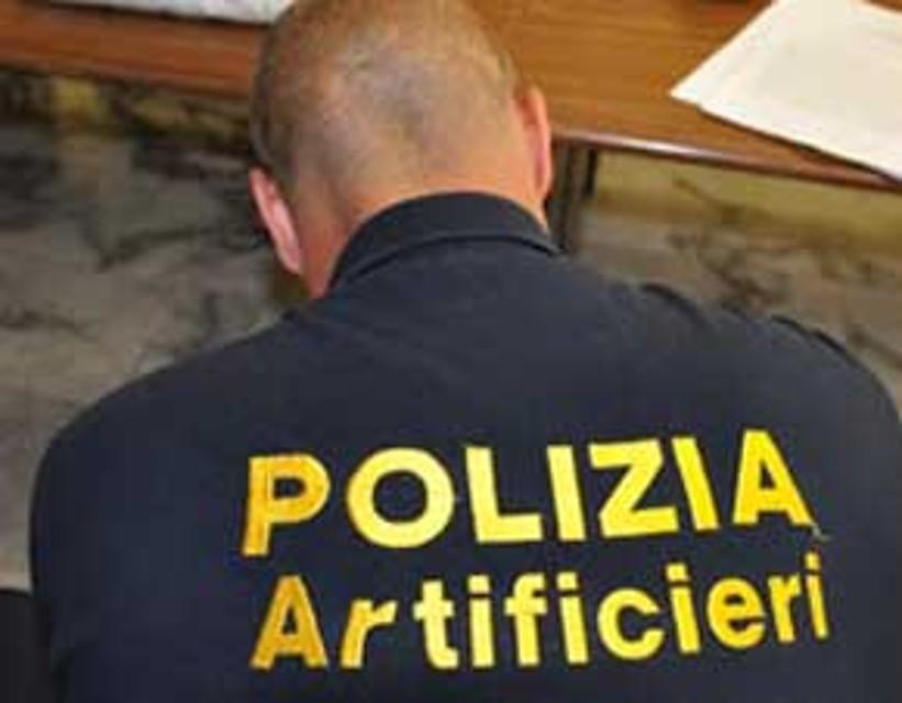 Allarme bomba al tribunale di Vercelli, trovato un ordigno