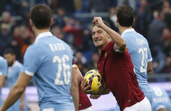 Roma-Lazio, un tempo a testa
