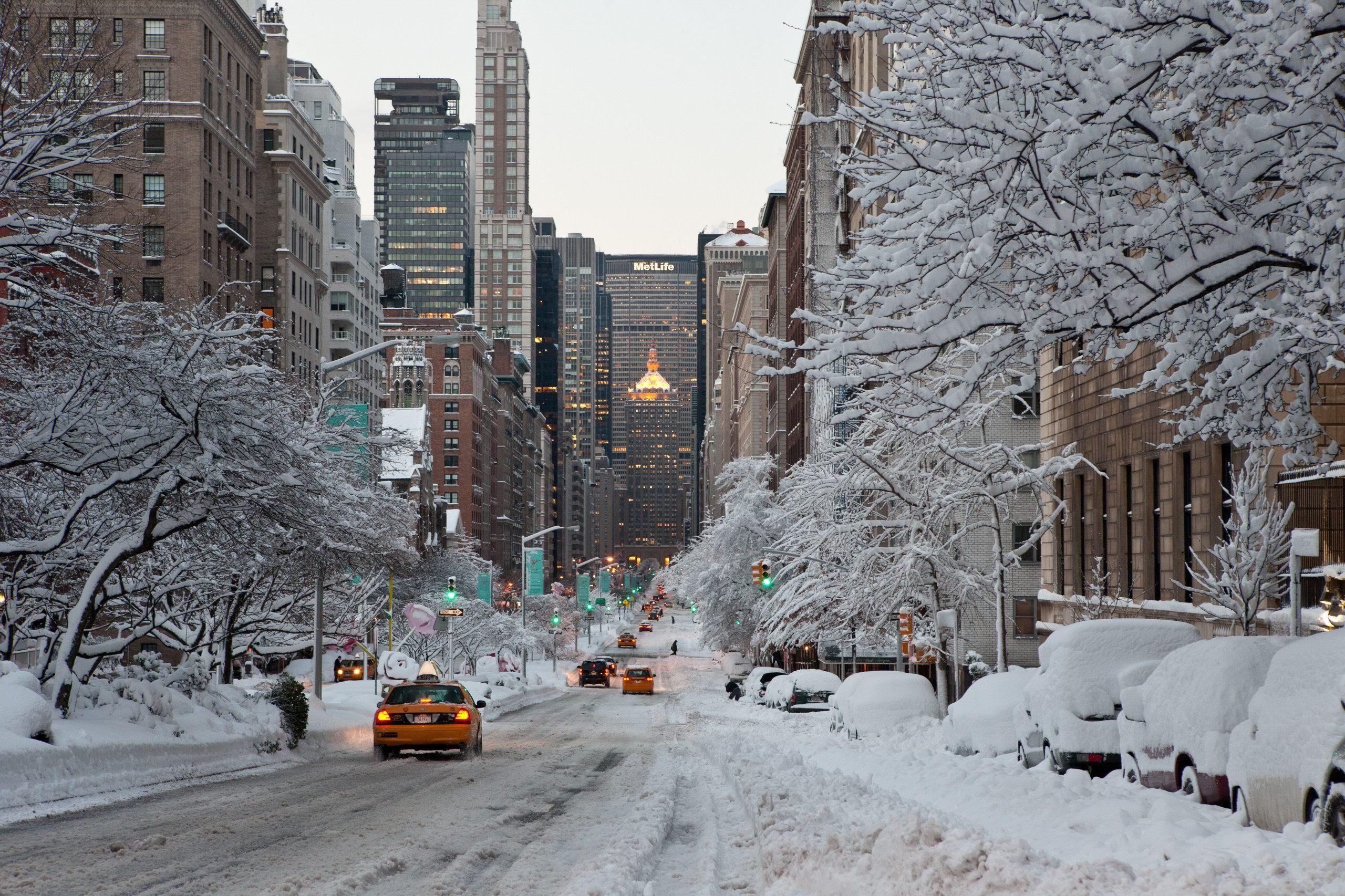 Stati Uniti: New York città fantasma sotto la neve