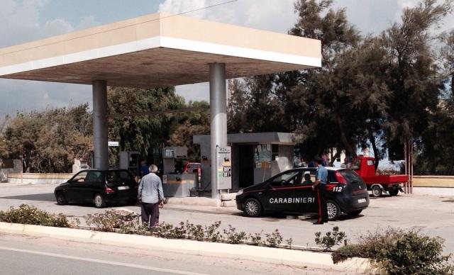Benzinaio picchiato e rapinato dell'incasso mentre rientra a casa