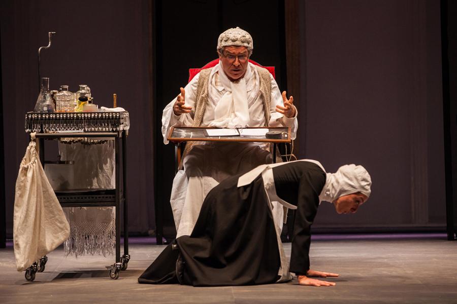 Dopo oltre 30 anni, ritorna al Teatro Franco Parenti 'Il Malato Immaginario di Molière' ed è già tutto esaurito