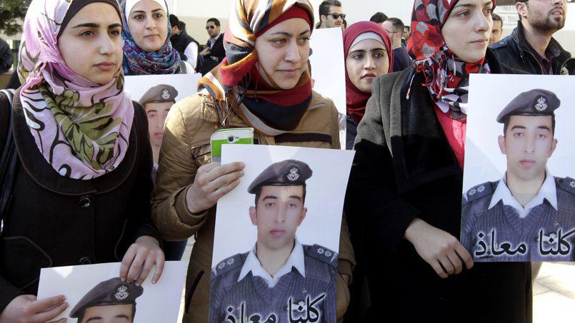 L'ISIS afferma di aver bruciato il pilota giordano