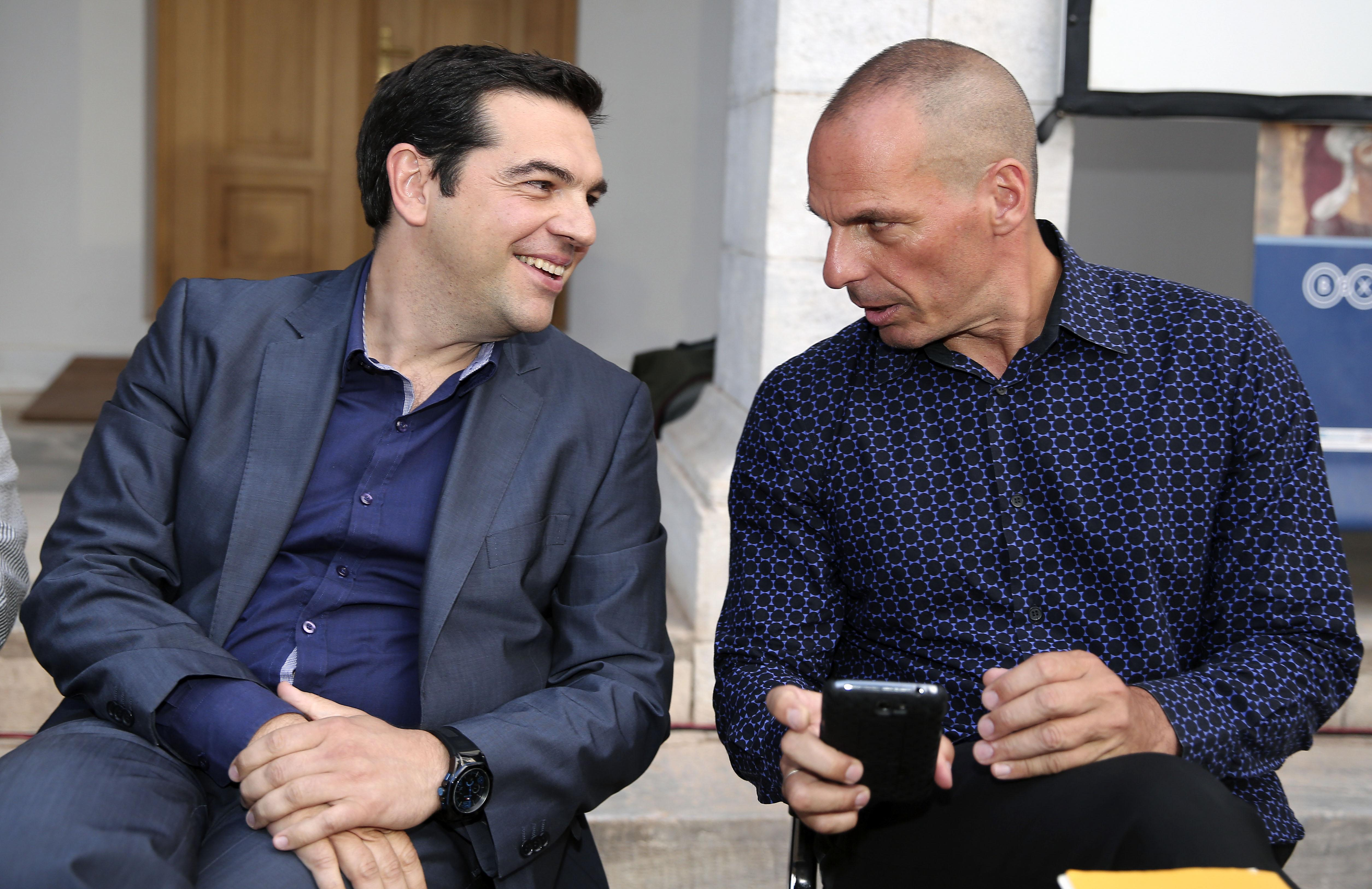 Tsipras dice no ai ricatti della Troika e rilancia contro la Germania: «Un obbligo storico chiedere le riparazioni di guerra»