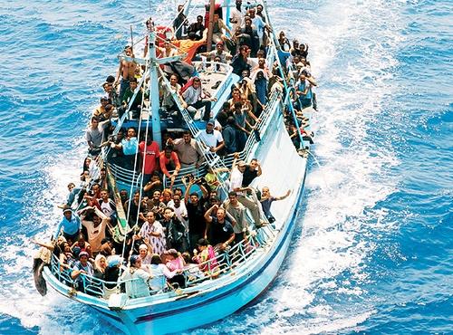 Mille migranti soccorsi in mare, Salvini: lasciamoli al largo