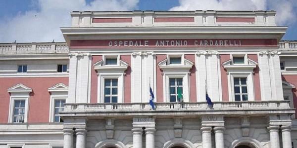 Uomo deceduto nel corridoio dell'ospedale Cardarelli di Napoli dopo un intervento ben riuscito al femore