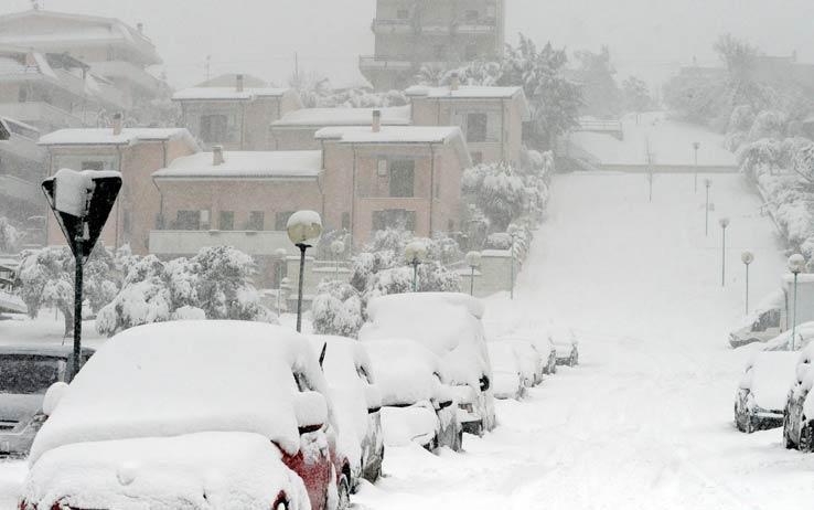 Maltempo: nuova allerta meteo, attese nevicate, vento e temporali