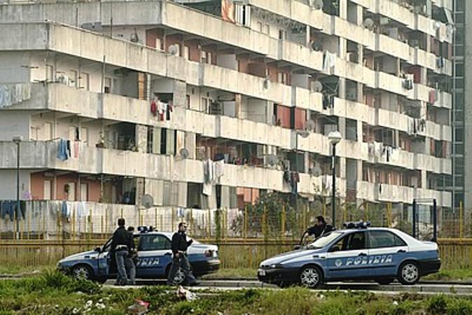 Napoli, blitz anticamorra a Scampia e Secondigliano. 13 arresti