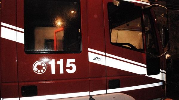 Incendio divampa nel centro di Castellammare di Stabia. Sgombero per 40 persone