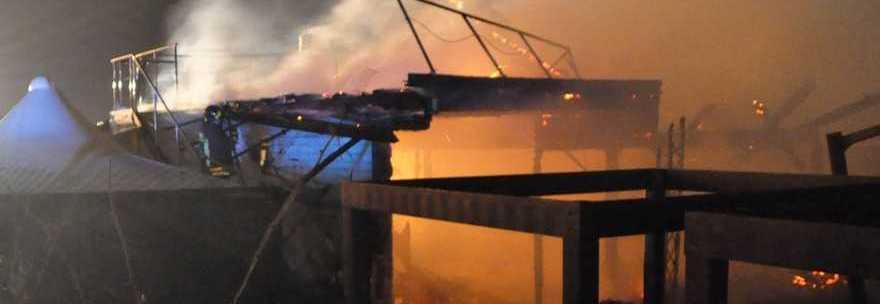Notte di paura a Fiumicino. Il Dadaumpa distrutto dalle fiamme