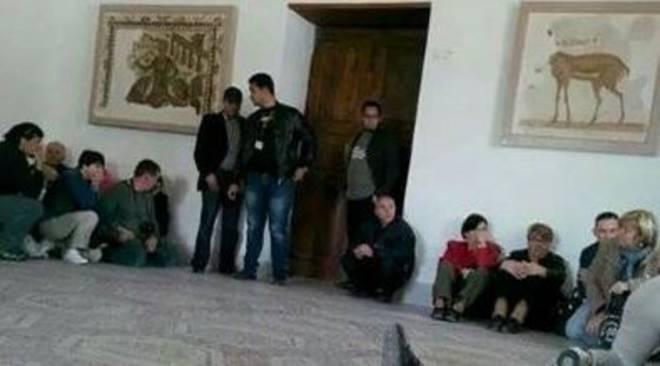 Tunisi: l'ISIS spara nel museo Bardo e prende in ostaggio gruppo di turisti
