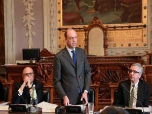 Alfano a Cagliari con Pigliaru e prefetto