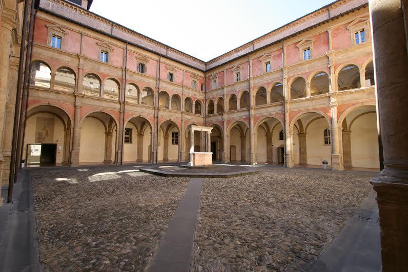 Bologna, il Dams pone fine alle feste di laurea nell'università: proclamazioni online