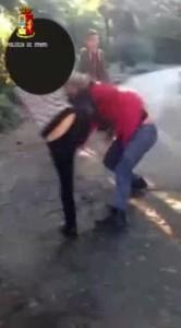 Genova, dodicenne picchiata