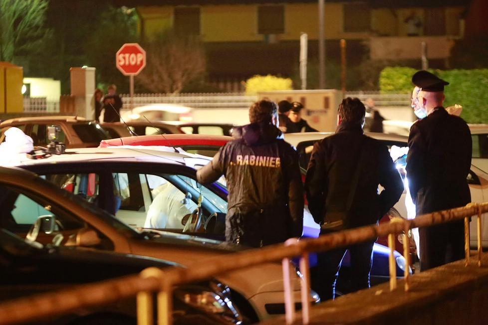 Coppia trovata morta in auto, traballa l'ipotesi omicidio – suicidio