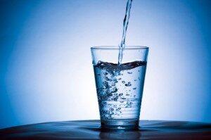 acqua_bicchiere-300x199
