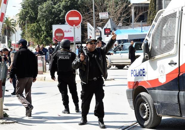 Tunisia: blitz dopo l'attentato al museo, 19 vittime, anche italiani