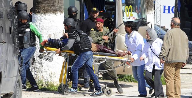 Tunisia: paese colpito al cuore dall'ISIS, strage di italiani