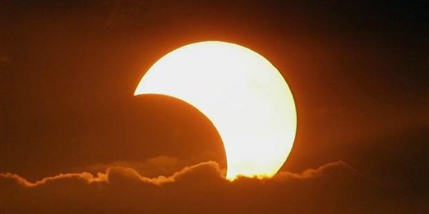 Roma, eclissi parziale di sole: mete e appuntamenti per godersi lo spettacolo