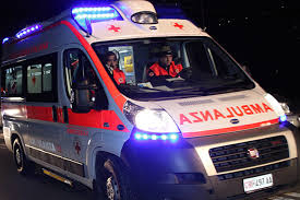 Ragazza cade dal secondo piano di un hotel della capitale: è grave