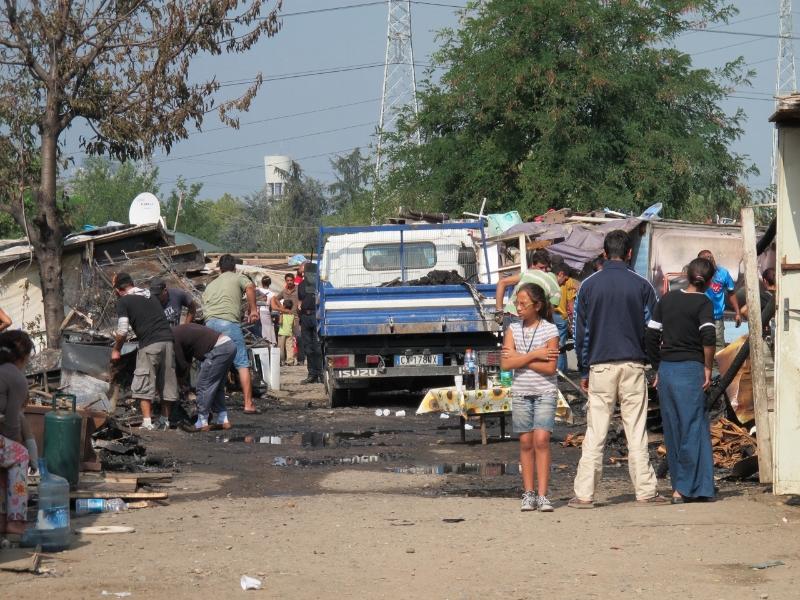 Giovane accoltellata in un campo rom, è grave