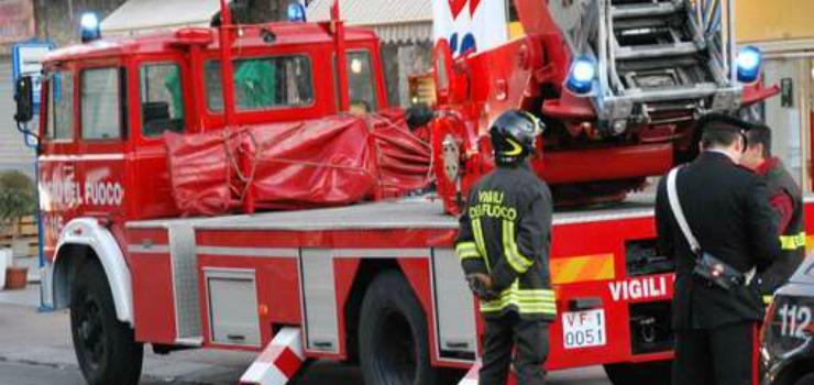 Maltempo a Napoli: crolli di alberi e calcinacci in molti quartieri