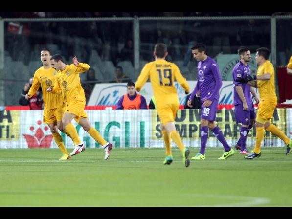 Il Verona espugna Firenze con un gol-beffa allo scadere
