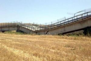 Crolla-ponte-nell-Agrigentino-terrore-lungo-la-SS-626-f37afe9020b624bf47a48aebd22102a9