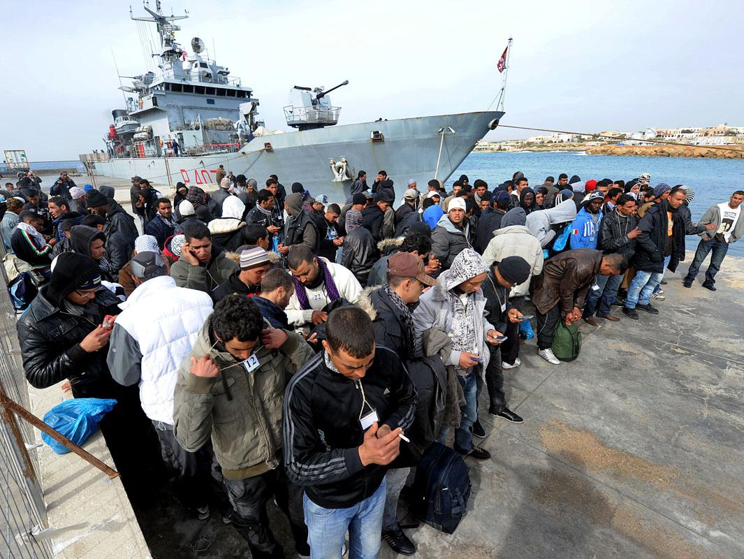 Migranti, fermati i due scafisti: 'collisione con il King Jacob'. Spunta un diario di bordo