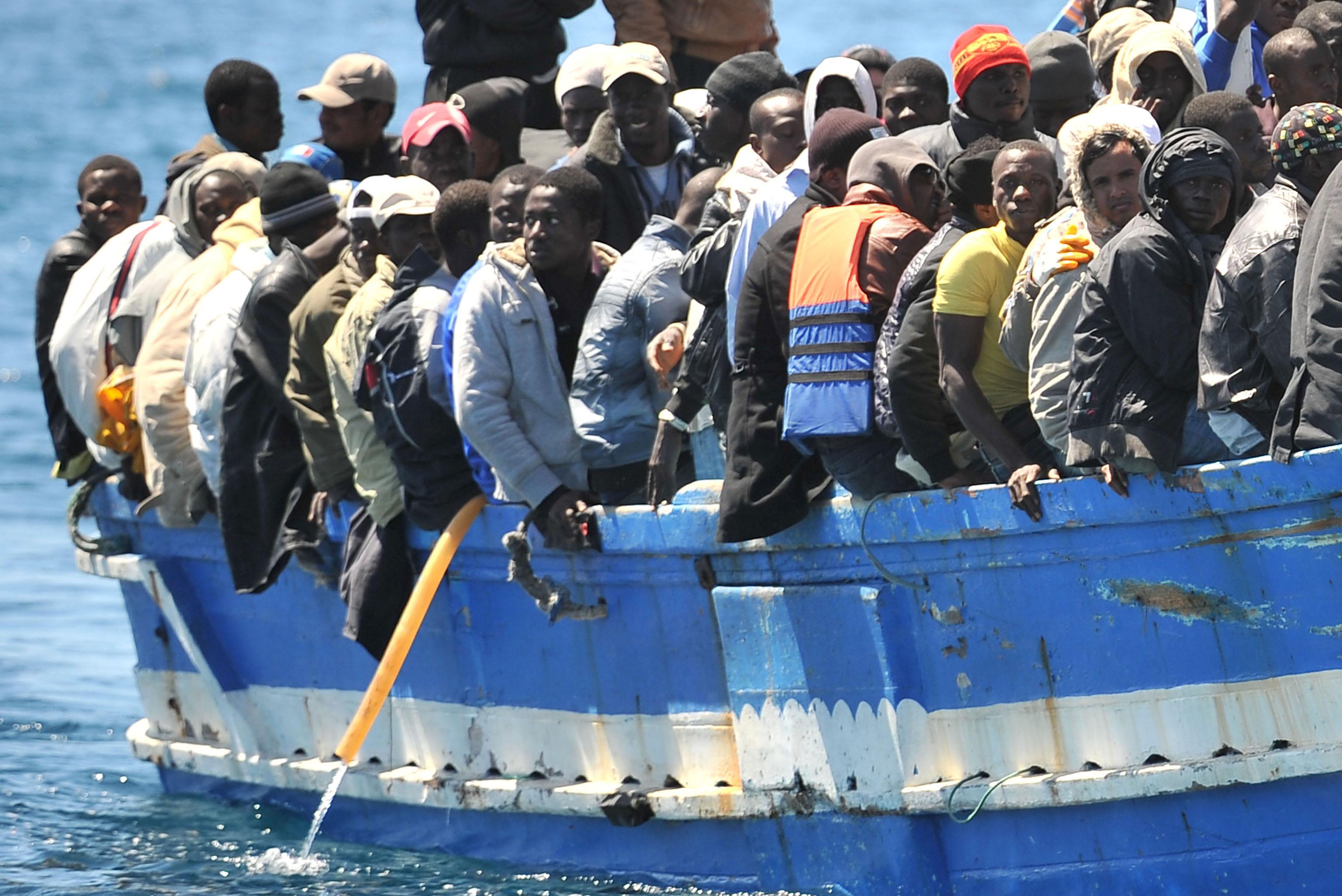 Migranti, vertice a Ventimiglia mentre in Calabria sbarcano nuovi profughi