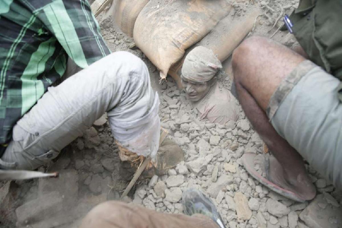 NEPAL: NUOVA SCOSSA DI TERREMOTO E UN'ALTRA VALANGA SULL'EVEREST